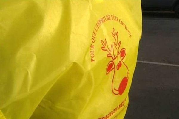 Equipés de gilets jaunes, les Nez Rouges vous ramènent bénévolement chez vous sur un simple coup de fil