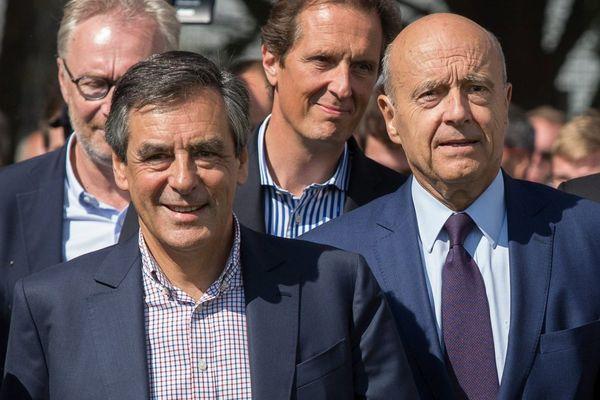 François Fillon et Alain Juppé, les deux finalistes de la primaire de la droite et du centre, à La Baule en 2015.