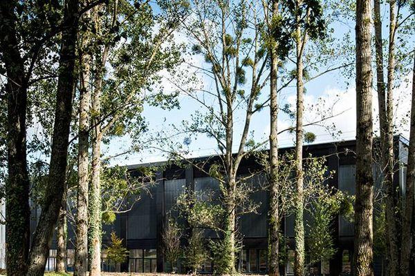 Un bâtiment de l'école d'ingénieurs Centrale Supélec à Gif-sur-Yvette