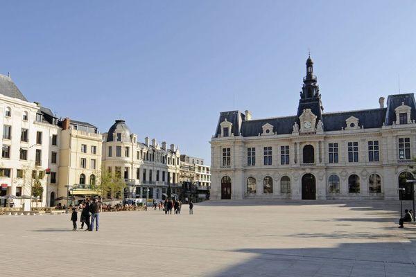 Parvis et Hôtel de ville de Poitiers