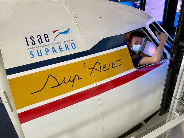 De nombreux jeunes de l'ISAE - Supaero se passionnent désormais pour le spatial.