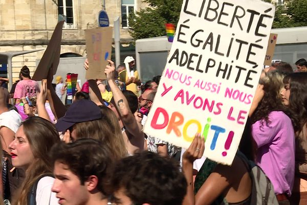 La Marche des Fiertés a rassemblé environ 7.000 personnes ce dimanche 12 septembre à Bordeaux.