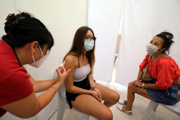 Depuis le 15 juin, les adolescents âgés de 12 à 18 ans peuvent se faire vacciner contre le Covid-19.
