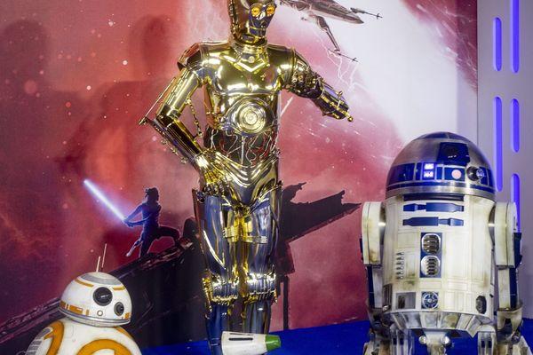 Dans l'univers futuriste de Star Wars, les robots sont d'une grande aide, mais leurs relations avec les humanoïdes restent purement platoniques.