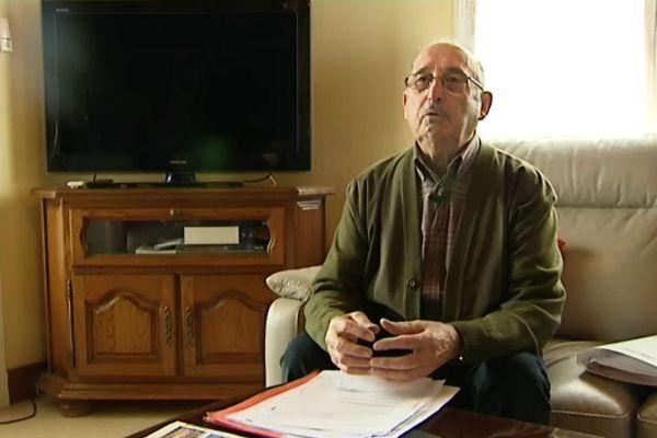 Maurice Berthelon a été déclaré décédé par sa banque, une erreur informatique qu'il tente de faire corriger auprès de nombreux services