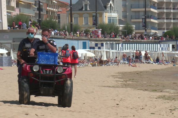 CRS, bénévoles et maîtres-nageurs avaient pour mission de vider la plage de ses occupants ce samedi après-midi