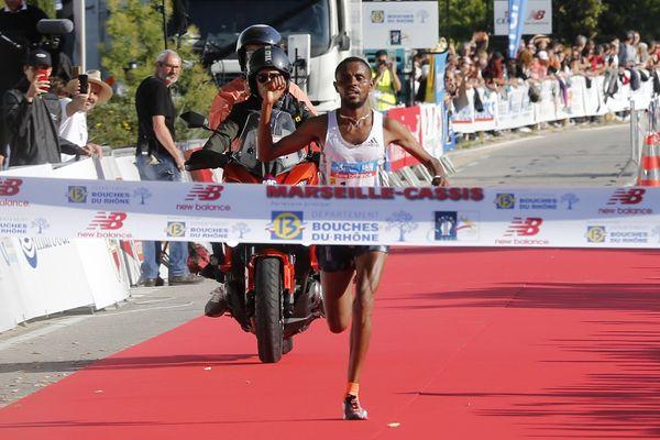 Olika Adugna Bikila, coureur éthiopien, a réalisé un chrono de 1 heure 01 minute et 09 secondes lors de ce Marseille-Cassis 2019.
