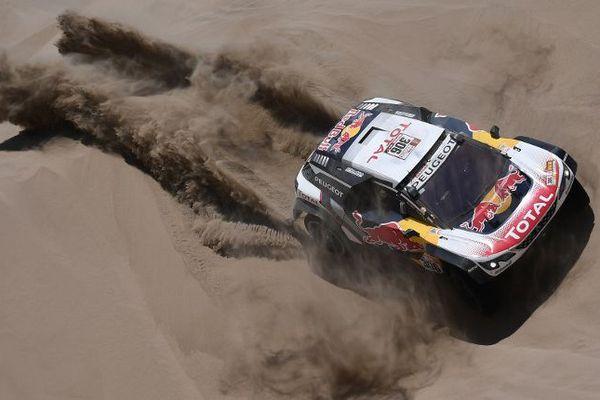 Le Français Sébastien Loeb (Peugeot) et son copilote Daniel Elena ont abandonné ce mercredi lors de la 5e étape du Dakar-2018, entre San Juan de Marcona et Arequipa au Pérou.