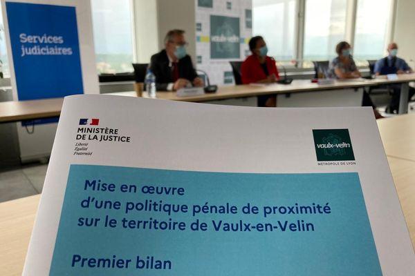 """Le premier bilan du nouveau dispositif """"tranquillité publique"""" est publié. Le protocole, signé par le Parquet de Lyon et la ville de Vaulx-en-Velin en décembre 2020, avait pour objectif de pouvoir sanctionner plus rapidement les auteurs d'incivilités mais aussi faire preuve de plus de pédagogie."""
