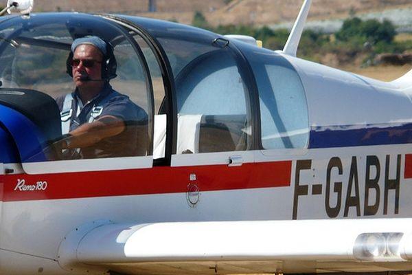L'avion emmène le planeur dans le ciel pour qu'il puisse prendre son envol, dans Carnets de vol à 10h45, dimanche 9 décembre
