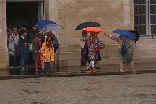 A Dijon, des visites improvisées sont organisées tout au long de l'été.