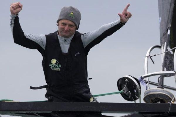 Arnaud Boissières a franchi la ligne d'arrivée du Vendée Globe à 15h 11mn 02s, après 91j 02h 09mn 02s