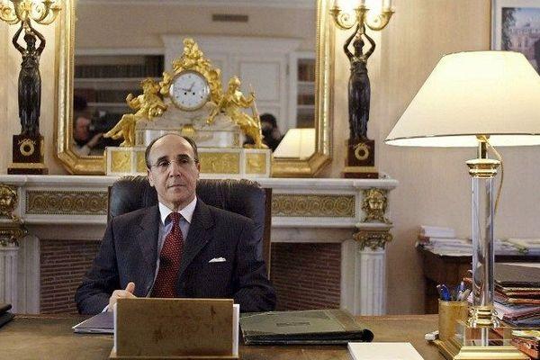 Aïssa Dermouche, ancien préfet du Jura dans son bureau de Lons-le-Saunier