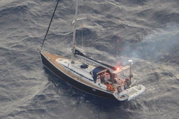 Le voilier a été repéré par un avion de la Marine nationale française.