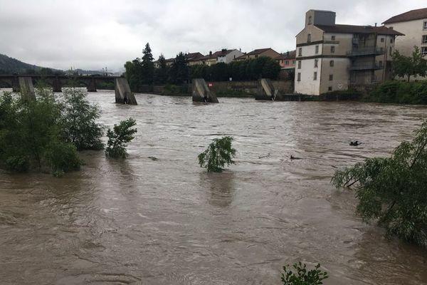 A Brives-Charensac, la montée de la Loire est inquiétante vendredi 12 juin.