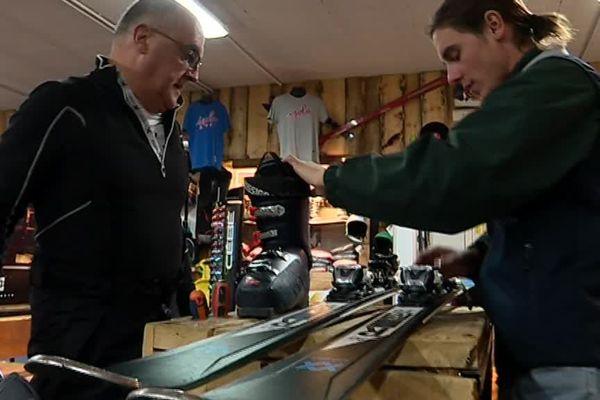 Les magasins de location de skis pris d'assaut par les visiteurs