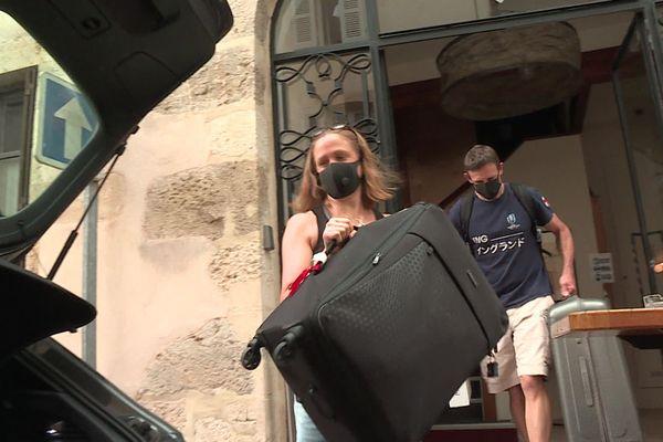 Ce couple de Britanniques avait prévu de rentrer ce vendredi 14 août. Ils sont heureux d'échapper à la quatorzaine à leur retour.