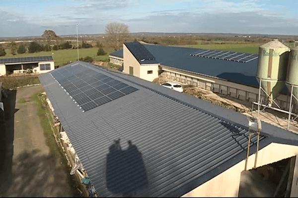 Sur les bâtiments de son exploitation, Yves Guyon a posé 170 m2 de  panneaux photovoltaïques.
