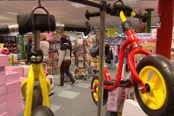 Certains produits sont épuisés dans les magasins de jouets.
