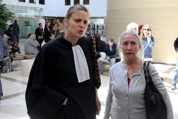La militante RESF Chantal Raffanel (à droite) et son avocate Véronique Marcel