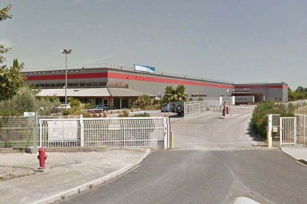 Gallargues-le-Montueux (Gard) - entrepôt Asics - archives