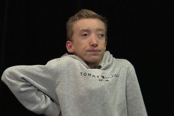 """La vidéo de son sketch """"Handicapé, et alors ?"""", vient de dépasser les 10 millions de vues."""