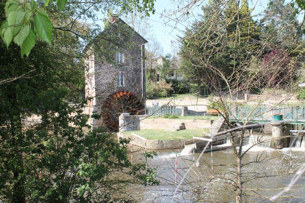 Autrefois une Guinguette animait les environs du Moulin.