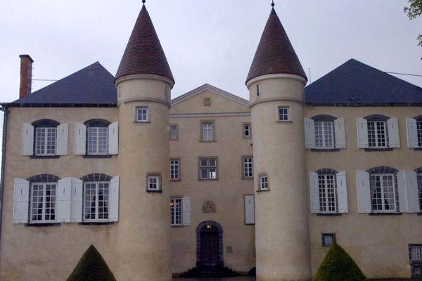 Le 5 février, la famille Giscard d'Estaing a vendu son château de la Varvasse, à Chanonat, dans le Puy-de-Dôme, à un homme d'affaires auvergnat.