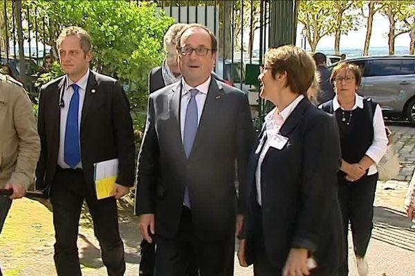 François Hollande arrive au lycée Guez de Balzac