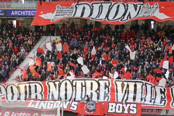 Les supporteurs dijonnais au stade Gaston-Gérard lors de la 36e journée du championnat de foot de Ligue 1 le 11 mai 2019.