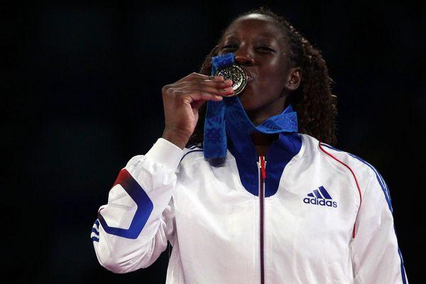 La Française Haby Niare, et sa médaille d'or, lors du championnat du monde de Puebla, au Mexique, en 2013.