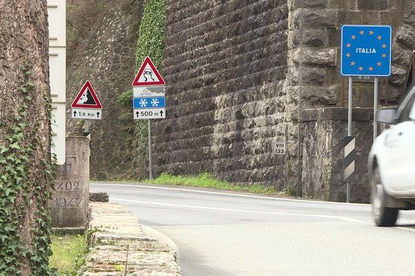 Au poste-frontière de Fanghetto (dans la vallée de la Roya), les carabiniers italiens refuseront désormais l'entrée à tout véhicule français.
