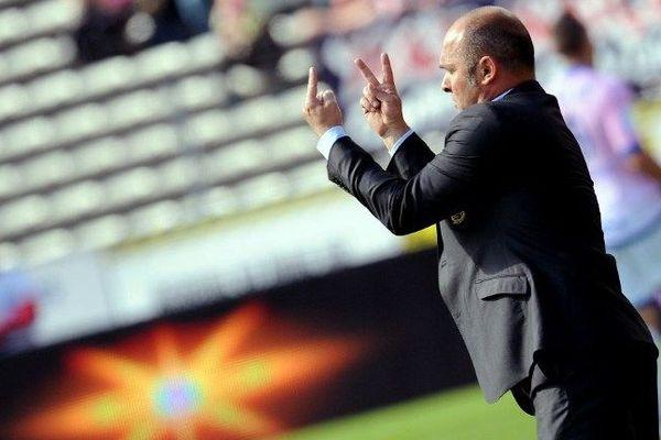 Pascal Dupraz restera bien sur le banc des Roses la saison prochaine et même les suivantes! Les dirigeants du club l'ont reconduit jusqu'en juin 2017.