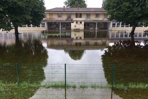 L'école de Villandraut en Gironde inondée. La rentrée est reportée