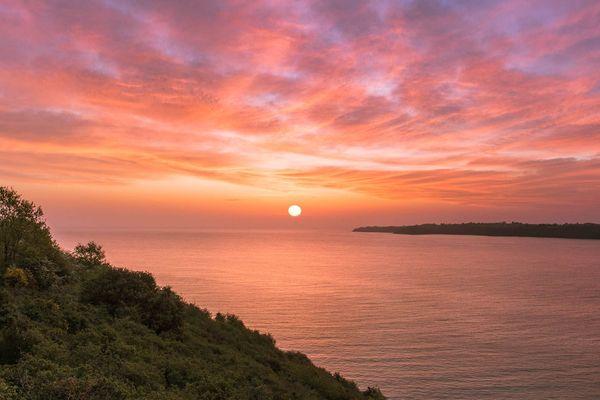 Lever de soleil dans la baie de la Fresnaye - Plévenon (22)