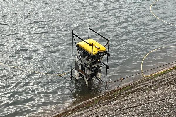 Le robot pèse 100 kilos, il est équipé de 4 caméras et d'un sonar. 4/03/2021