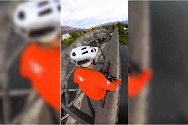 Le vététiste Antoni Villoni s'est filmé gravissant le pont du Sablon, à Grenoble.