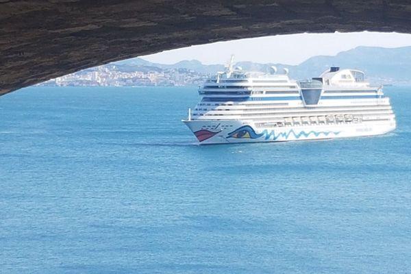 Le navire Aidasol a été bloqué ce mardi matin au large de Marseille en raison d'une suspicion de cas de coronavirus. Les tests ont montré que les personnes à bord n'avaient pas contracté le Covid-19.