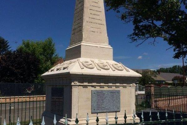 À Marcelcave dans la Somme, le monument aux morts de la 4ème division d'infanterie coloniale.