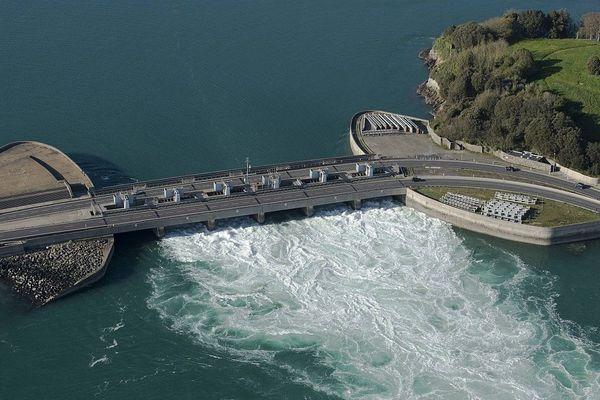 Entre Dinard et Saint-Malo un ouvrage de production hydro-électrique unique au monde