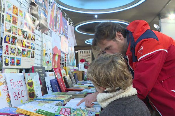 Le festival du livre de jeunesse présente de nombreux ouvrages sur le thème des animaux loufoques et de la Nature