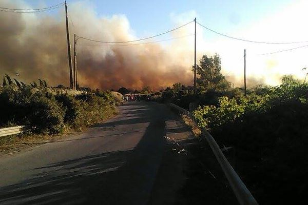 Le feu se voyait au loin