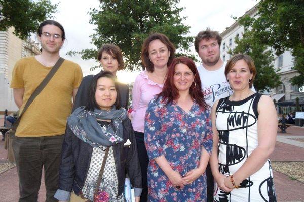 Autour de Karine Bertrand et Mélanie Rostaing , les candidates et candidats de la liste féministe pour le Sud Est.