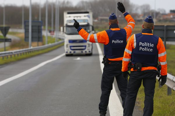 La police belge contrôle l'éventuel afflux de migrants à sa frontière avec la France.