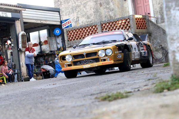 Partout en corse, comme ici à Talasani, le tour de Corse Historique est un moment à part (Patrick Canavese sur Lancia Rally, édition 2020)