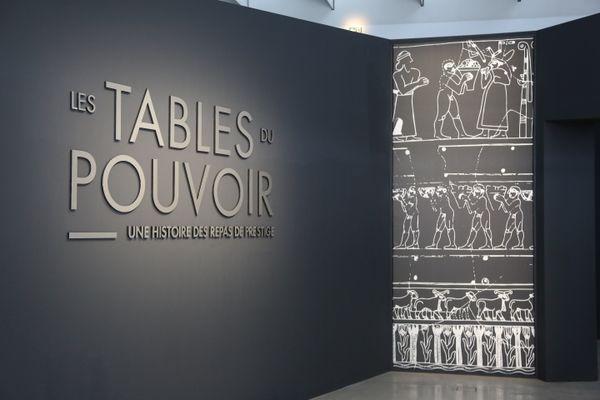 """L'exposition """"Les tables du pouvoir"""" à découvrir en visite virtuelle sur le site du Louvre Lens"""