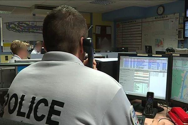 Un des bureaux du centre d'information et de commandement de la DDSP 76 où arrivent tous les appels à Police-Secours (17) du département de Seine-Maritime. (Archives)