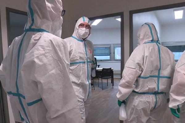L'équipe de cette entreprise de nettoyage a été missionnée pour désinfecter les locaux d'AMSOM Habitat à Amiens.