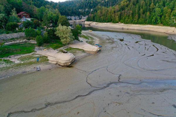 Les bassins du Doubs sont à sec dans la partie qui arrive de Villers-le-Lac.