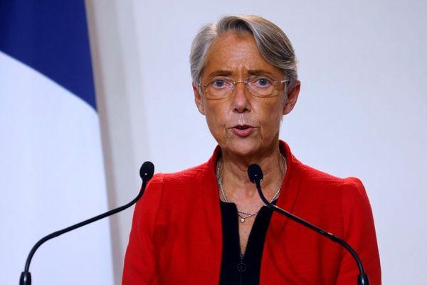 """Pour Elisabeth Borne, """"être tête de liste"""" aux élections régionales """"n'est pas compatible avec les fonctions [qu'elle] occupe"""" en tant que Ministre du Travail, surtout durant la crise sanitaire."""